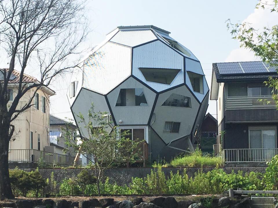 010_soccer-ball-type-house