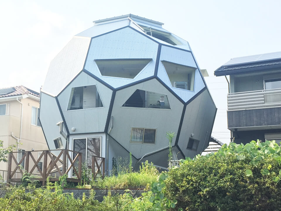 011_soccer-ball-type-house